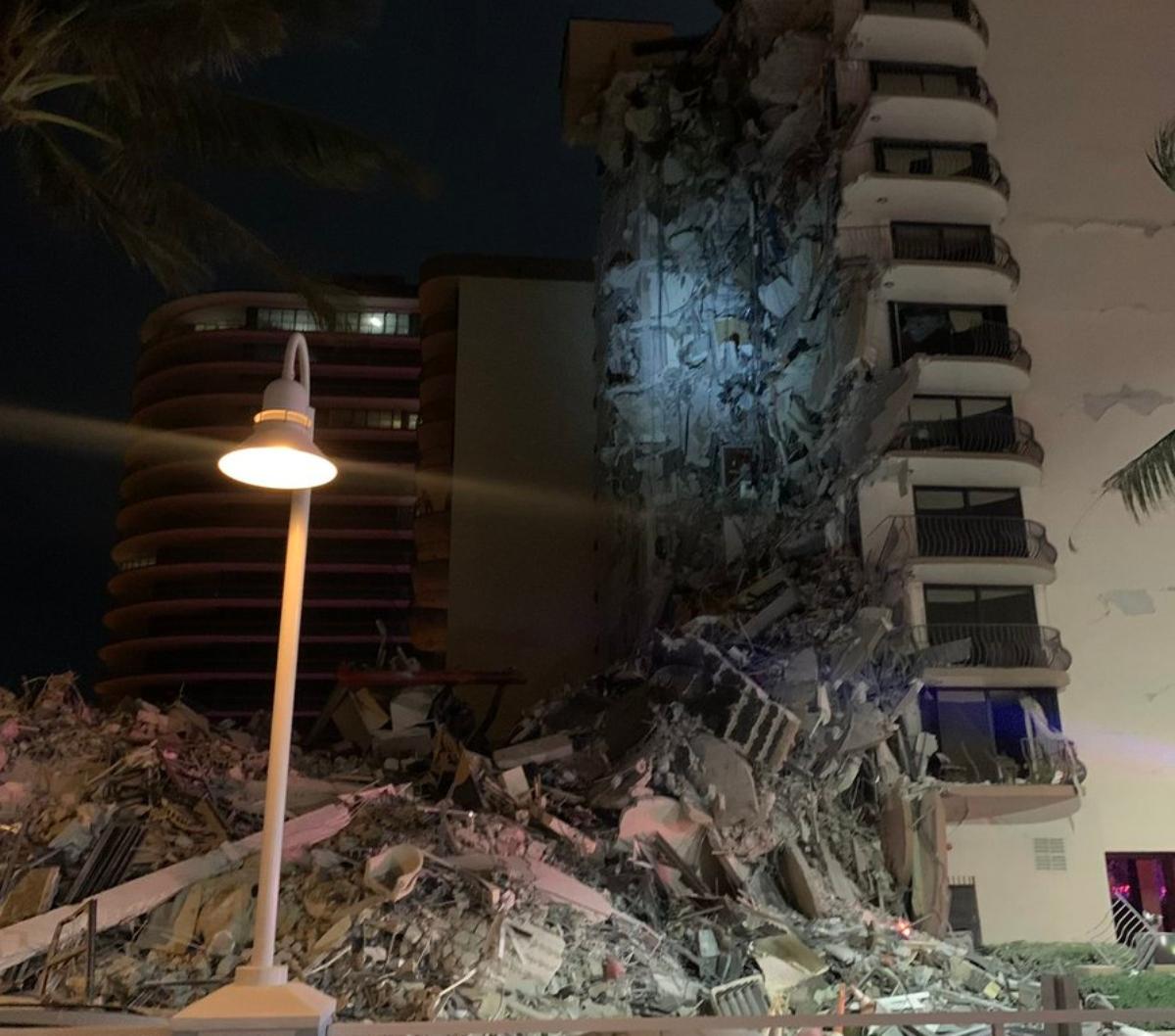 Crolla un palazzo di 12 piani a Miami: almeno un morto. Sono 51 le persone disperse – Il video