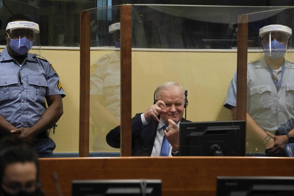 Guerra in Bosnia: Ratko Mladic condannato all'ergastolo per genocidio