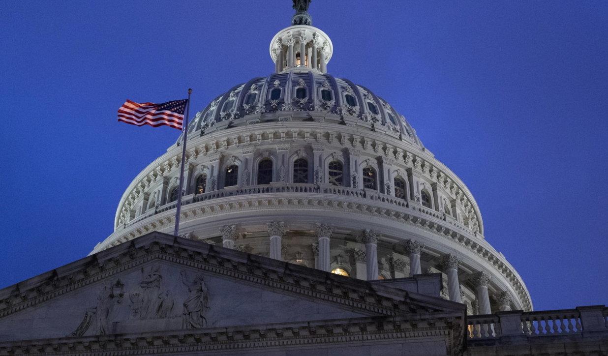 Assalto al Congresso, prima condanna a 3 anni di libertà vigilata e servizi sociali. E Biden promette tolleranza zero ai venditori illegali di armi