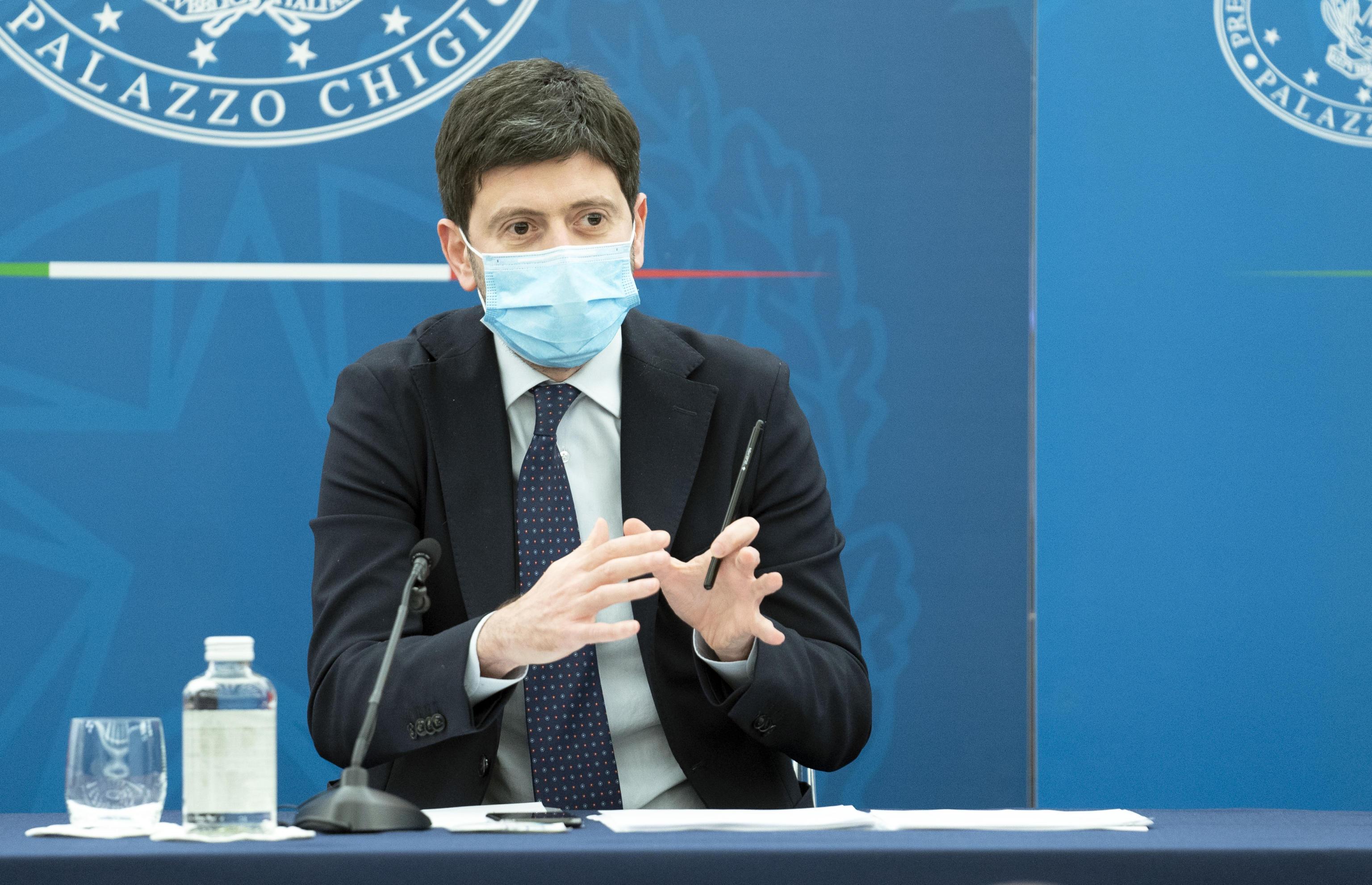 Speranza: «Cinque giorni di quarantena per chi viene dal Regno Unito». Cresce la paura per la variante Delta