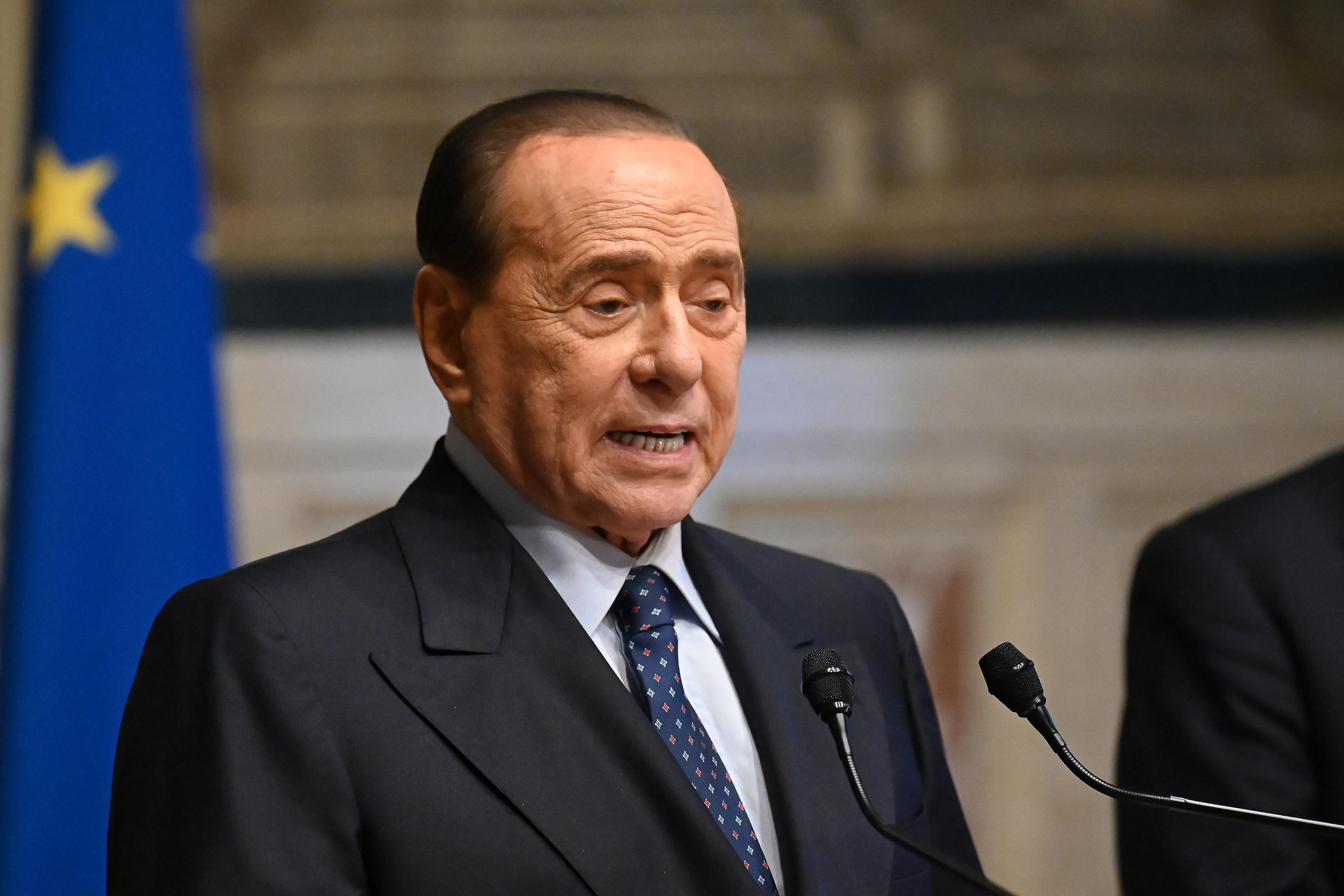 La lettera di Berlusconi che tira le orecchie ai No vax del centrodestra: «Opporsi a vaccini e Green pass non è libertà»