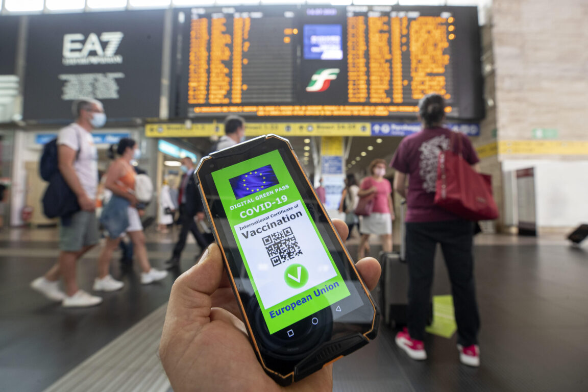 Green pass obbligatorio | ecco chi potrà farne a meno senza rischiare la multa di mille euro