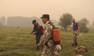 epa09356876 A handout photo made available by the Russian Emergency Ministry on 21 July 2021, shows firefighters working to extinguish the wildfire in the Republic of Sakha (Yakutia), Russia, 21 July 2021. According to the operational data of Russian Emergency ministry, 216 wildfires are active on the territory of the Republic of Sakha (Yakutia). 2,119 people and 297 pieces of equipment were involved in extinguishing forest fires in Yakutia.  EPA/RUSSIAN EMERGENCIES MINISTRY HANDOUT  HANDOUT EDITORIAL USE ONLY/NO SALES