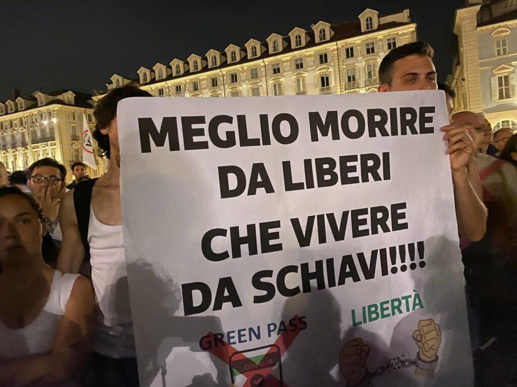 Green pass | sabato di proteste in tutta Italia contro l'obbligo| «Basta schiavitù | il Covid è una truffa»