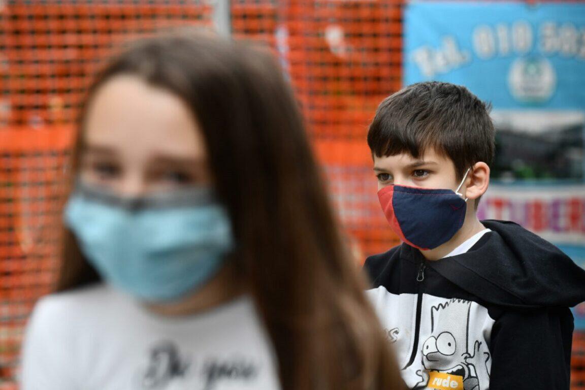 Finestre aperte in classe | niente quarantena dopo un positivo | mascherine sempre al chiuso| cosa c'è nel piano scuola