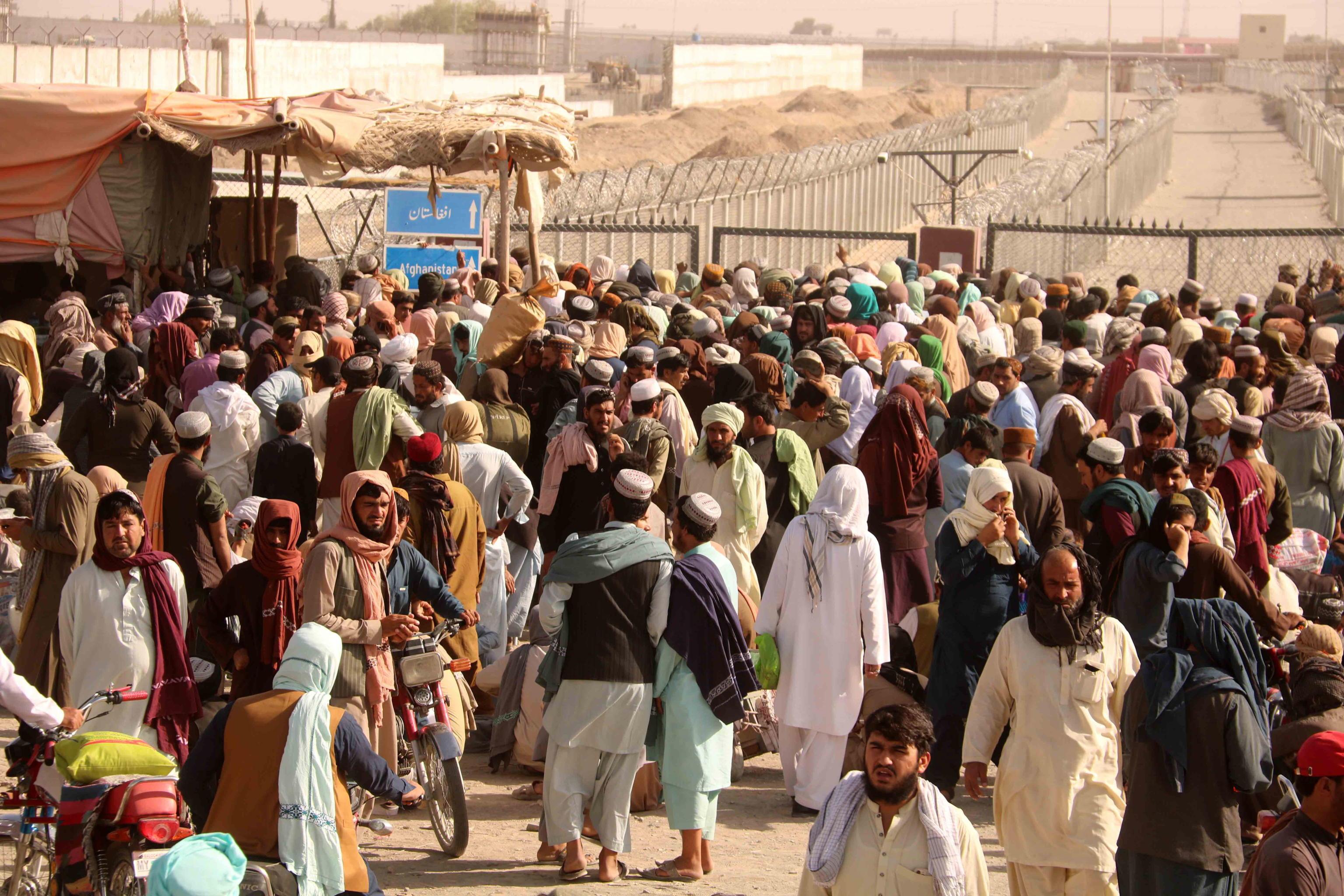 Afghanistan | i talebani si avvicinano a Kabul | prese 15 province Migliaia  di profughi premono alle frontiere