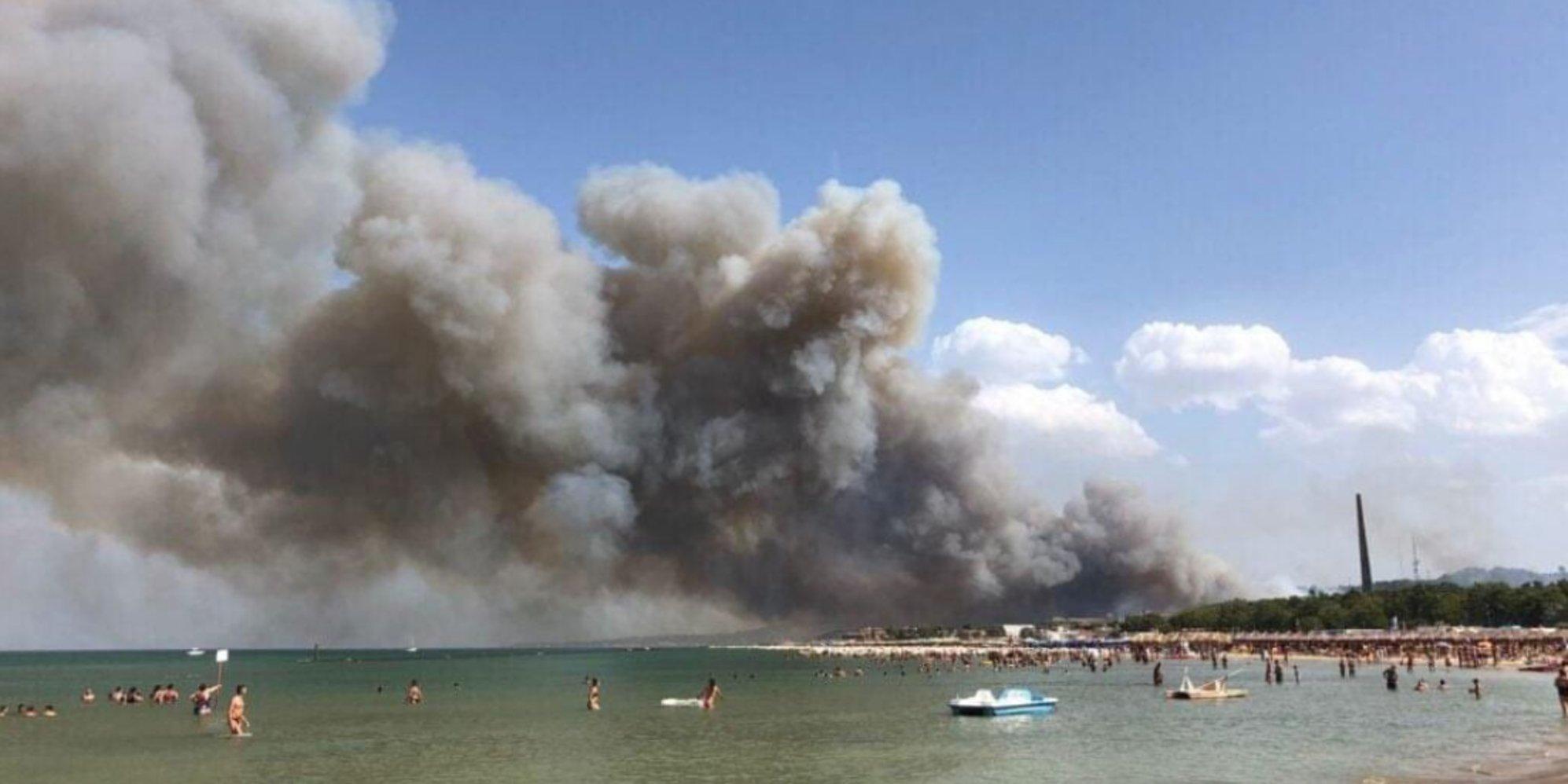 Incendi a Pescara, l'azione degli elicotteri per spegnere le fiamme: le immagini girate a bordo – Video