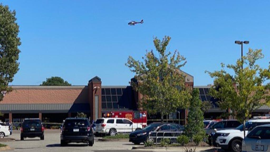 Usa, sparatoria in un supermercato nel Tennessee: almeno 5 morti e 15 feriti. La fuga dei clienti dal parcheggio – Il video