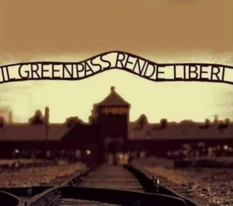 Il ministero ha rimosso dall'incarico il preside di Ferrara che aveva associato il Green Pass ad Auschwitz